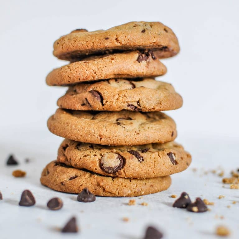 wide-selective-closeup-shot-stack-baked-chocolate-cookies
